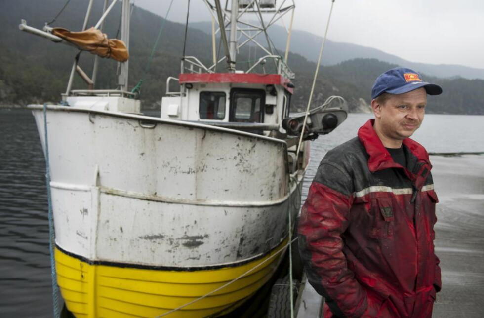 FIKK SPARKEN: I 2012 mistet Arve Hersdal kontrakten han hadde med Niva om å fange fisk og skalldyr til deres miljøovervåkingsprogram i Vatsfjorden. Niva etterkom ønsket fra sin oppdragsgiver AF Decom om at Hersdal skulle fjernes.  Foto: Tor Erik H. Mathiesen