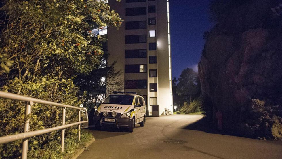 FANT DØD MANN: Men ingenting tyder på at det har skjedd noe kriminelt ved boligblokka i Rosenli. Foto: Carina Johansen / Dagbladet