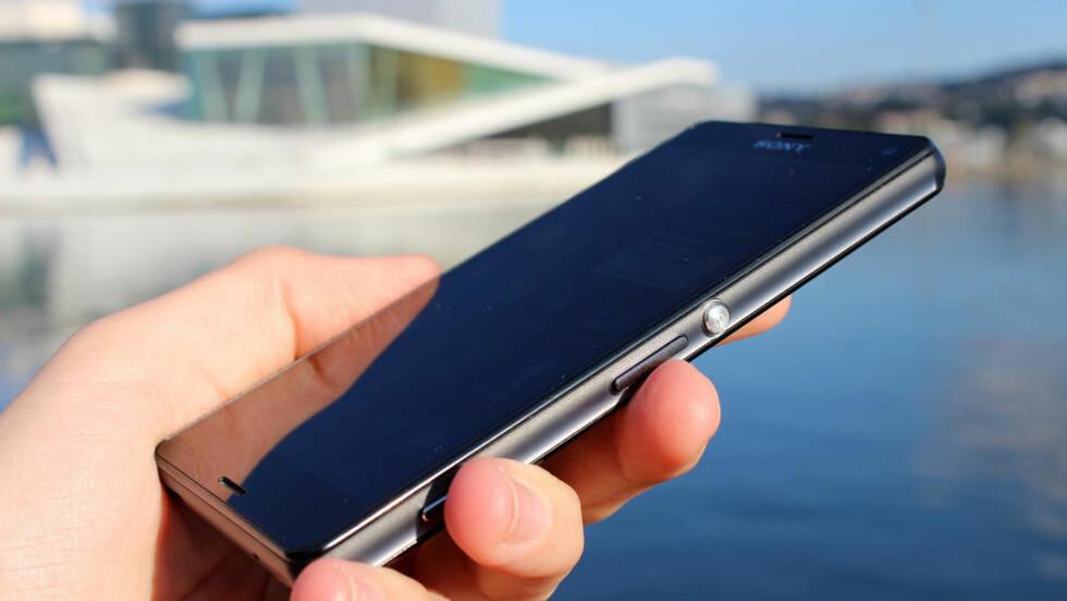 INGEN KOMPROMISSER: Sony Z3 Compact er den perfekte telefonen for deg som vil ha topp ytelse uten at det blir for stort. Foto: KIRSTI ØSTVANG