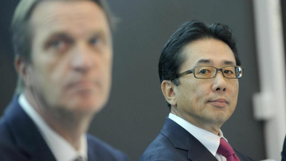 BIG IN JAPAN: Cermaq holdt pressekonferanse mandag  i forbindelse med at Misubishi gjorde oppkjøp. Her John Hindar i Cermaq , sammen med Yutaka Kyoya. Foto: Terje Pedersen / NTB scanpix