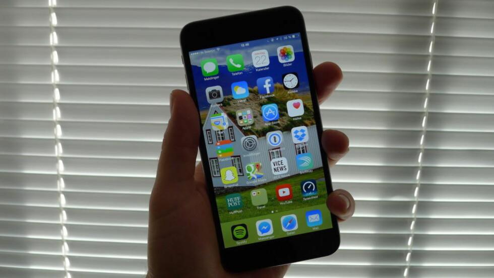 DEN STØRSTE: Dette er Iphone 6 Plus. Den har mye større skjerm enn forgjengeren, er kjappere og har bedre kamera. Den kommer til Norge 26. september. Foto: TROND BIE