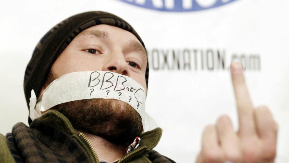 GA BENG:  Tyson Fury tapet munnen og viste fingeren på pressekonferanse i dag. Foto: NTB Scanpix