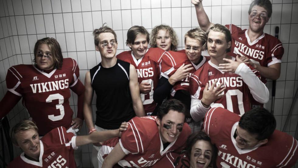FINFIN GJENG: Upåklagelig stemning  i U17-laget til Oslo Vikings under bortekamp mot Nidaros Domers i sommer. Foto: Maria Gossé