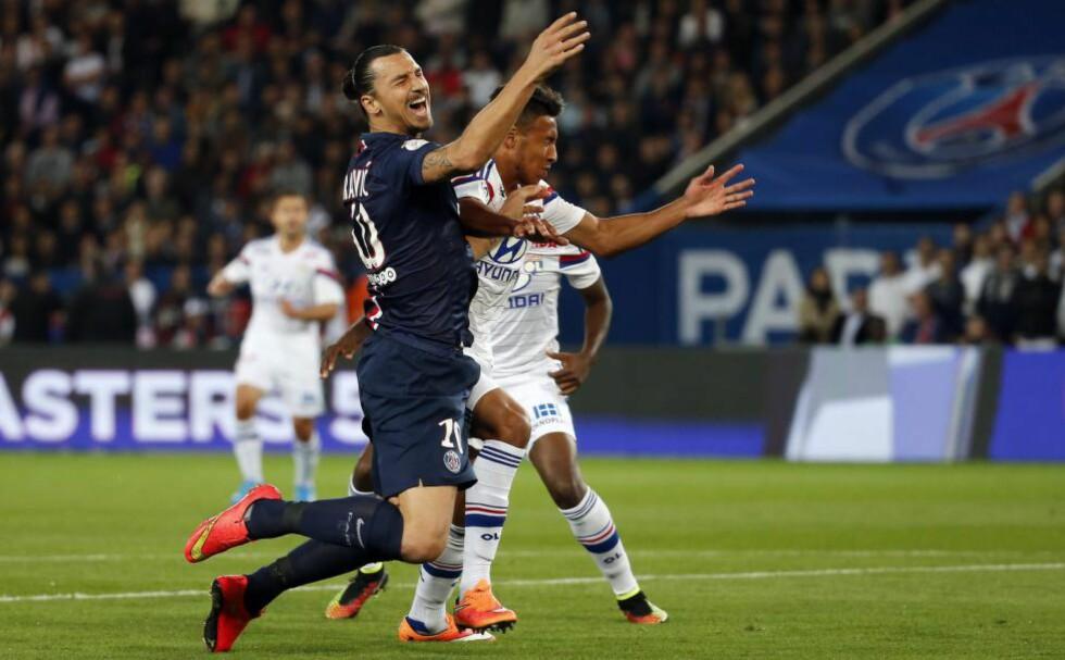 SKADET. Zlatan sliter med hælen og må stå over kveldens kamp mot Caen. I helga gjennomførte han kampen mot Lyon med sprøyte i hælen. Foto: EPA.