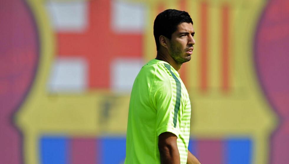 DOBBEL: Luis Suárez scoret sine aller første mål for Barcelona i en treningskamp mot Indonesias U19-landslag onsdag. 27-åringen brukte bare 13 minutter på å komme i målprotokollen for den katalanske storklubbens B-lag. Foto: AP Photo/Manu Fernandez/NTB Scanpix
