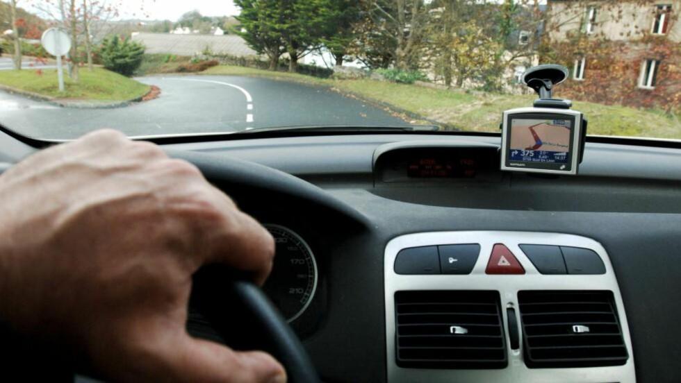 IKKE GÅ I LEIEFELLA: GPS kan fort bli dyrt som tillegg. Trenger du det egentlig? I så fall, hva med å ta med sin egen - eller bruke mobiltelefonen? Foto: COLOURBOX