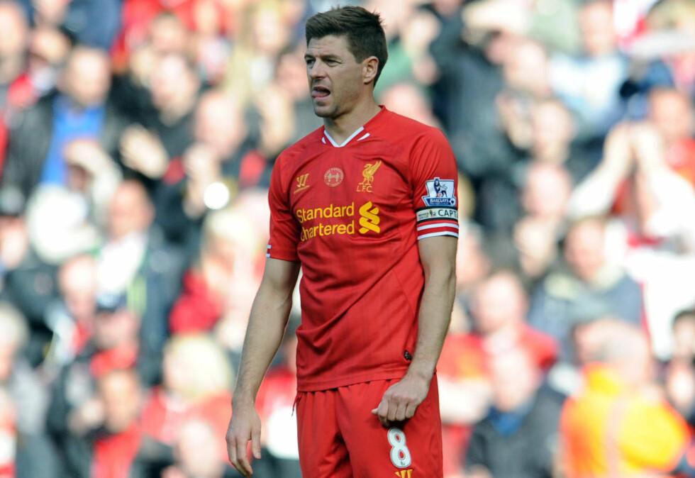 TØFF START: Steven Gerrard og Liverpool har startet sesongen 2014/2015 dårlig. Det de kan trøste seg med, er at de ikke er det eneste topplaget som trøbler. Foto: Clint Hughes AP / Scanpix
