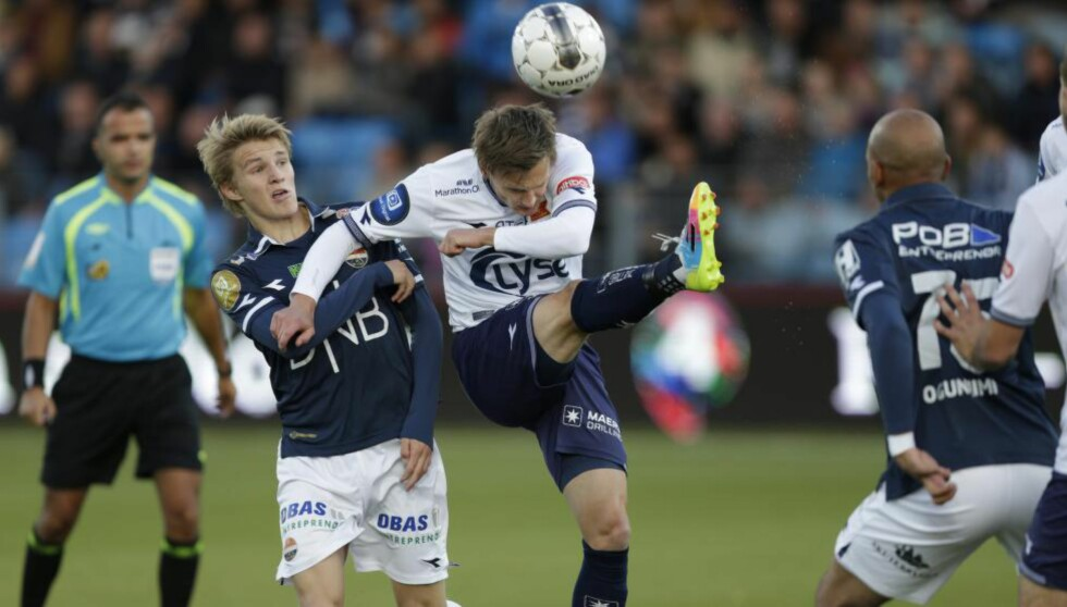 PRAKTKAMP: Strømsgodets 15 år gamle stortalent Martin Ødegaard (t.v.) sto igjen for underholdningen, da Viking ble slått 2-1 på Marienlyst lørdag kveld. Nå håper han på landslagsuttak til uka. Foto: Berit Roald / NTB Scanpix