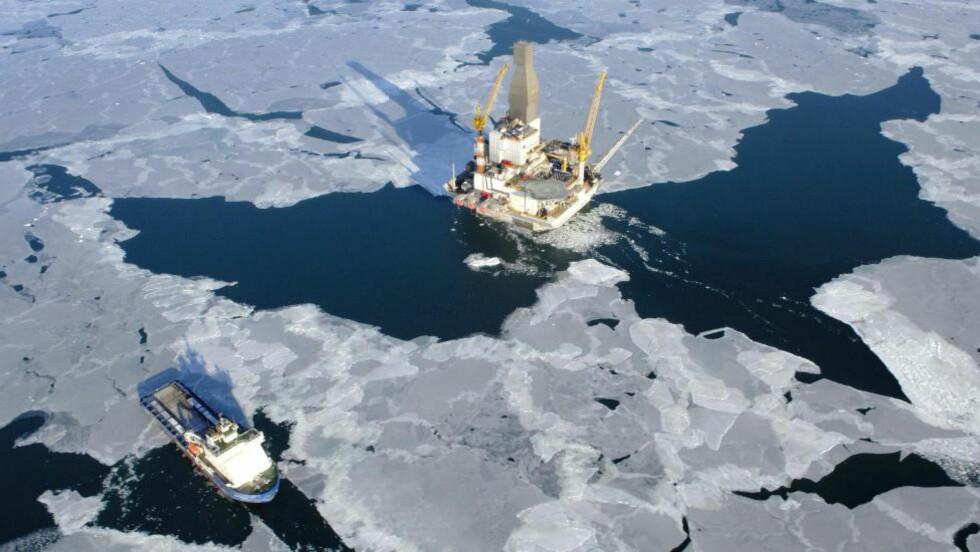 SORT GULL: Russerne har gjort et potensielt enormt funn av olje i Nordishavet. Her en oljeplatform ved Sakhalin I-feltet i Russland som er deleid av blant andre amerikanske Exxon. Foto: ONGC Videsh Ltd.