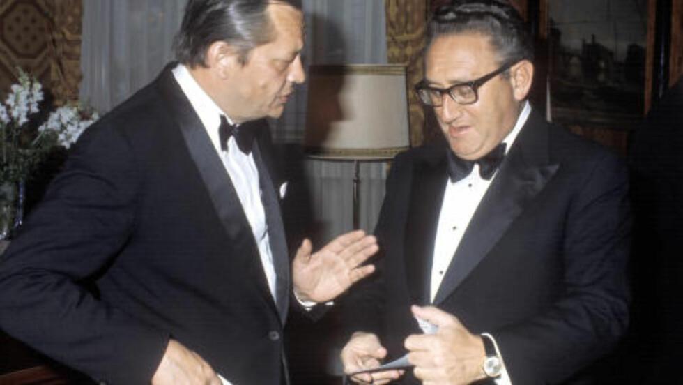 VAR I OSLO: Utenriksminister Knut Frydenlund  sammen med Henry Kissinger i Oslo under Natos ministerrådsmøte. Foto: NTB SCANPIX