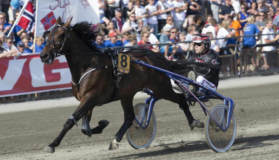 FULL KONTROLL: Den norske kusken Geir Vegard Gundersen med hesten Support Justice. Her fra Grand Prix på Bjerke Travbane. Foto: Berit Roald / NTB Scanpix