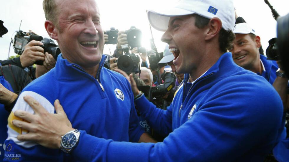 SEIER: Jamie Donaldson og Rory McIlroy jubler for seier i Ryder Cup. Foto:   REUTERS/Eddie Keogh (