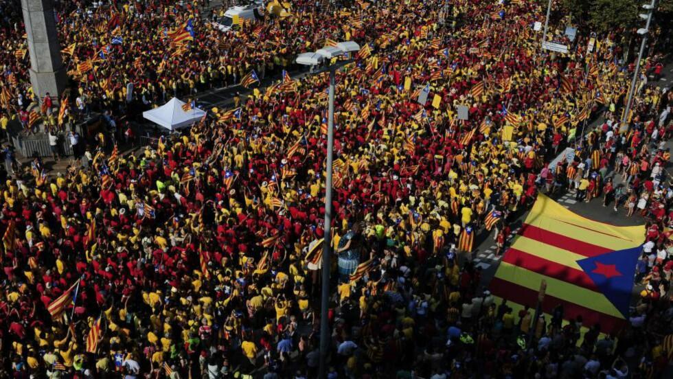 SKOTSKE VIBRASJONER:  Katalanere demonstrerte for uavhengighet fra Spania på nasjonaldagen 11. september i år. Foto: AFP PHOTO/ JOSEP LAGO