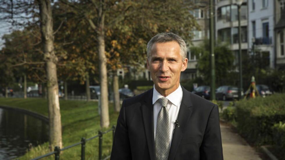 RIKT NABOLAG:  Jens Stoltenberg på tur i millionær-nabolaget han skal bo i mens han er generalsekretær i NATO. Foto: LARS EIVIND BONES