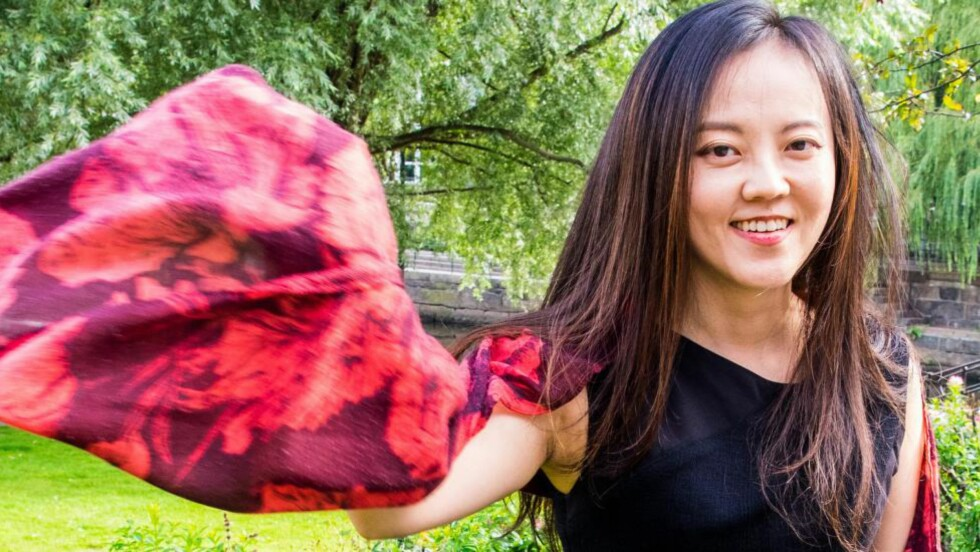 KIND OF KINA: Taiwanske Jo-Yu Chen har asiatisk bakgrunn, europeisk klassisk musikalsk bakgrunn og bor og arbeider på Manhattan. Musikken hennes er moderne, melodibasert og lyrisk, men kan også rase ut i heftige fri-forløp eller basere seg på tradisjonelle sanger fra hjemlandet. Foto: Terje Mosnes