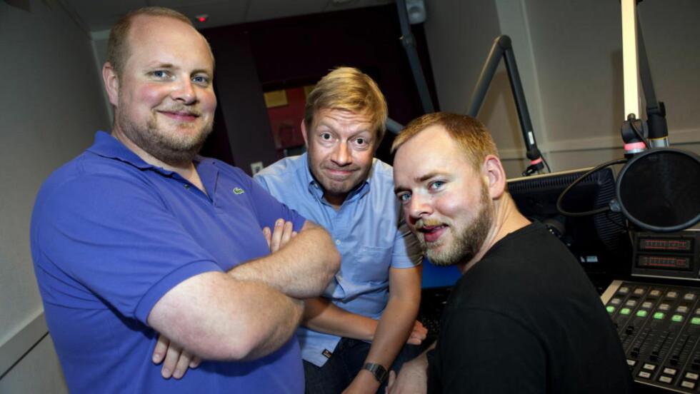 EN GLIPP: Radioresepsjonen ved Steinar Sagen, Tore Sagen og Bjarte Tjøstheim. Foto: Anders Grønneberg