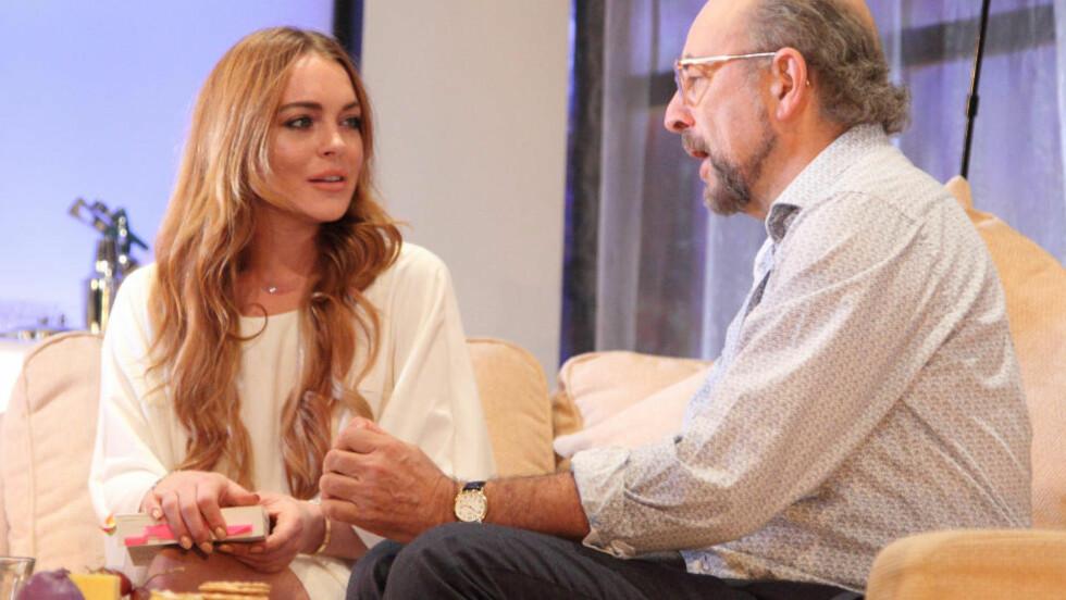 PÅ SCENEN:  Teaterforestillingen «Speed-the-Plow» har hatt premiere i London, og flere anmeldere mener Lindsay Lohan gjorde en grei jobb på scenen. Foto: Stella Pictures