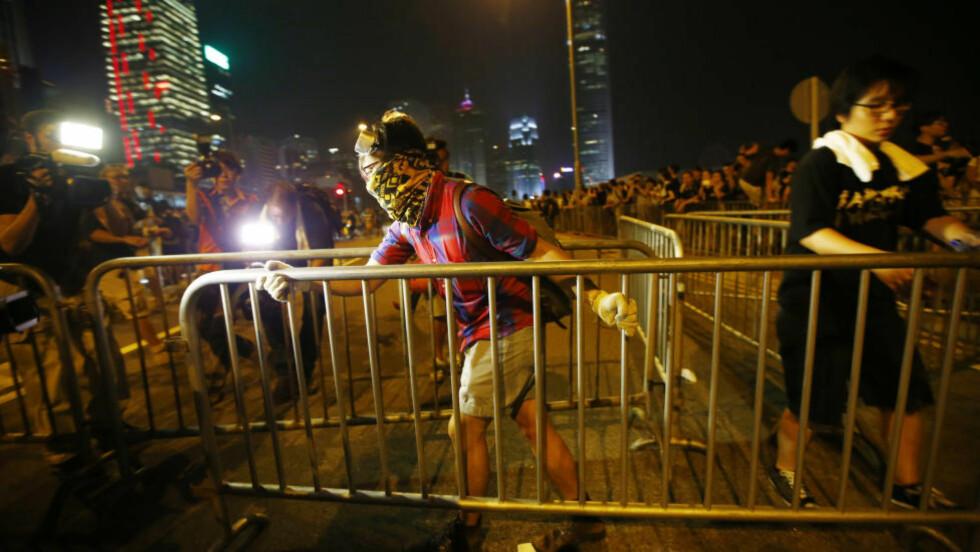 MISNØYE:  Demonstrasjonene i Hongkong har vart i over en uke. Demonstrantene frykter Beijings innflytelse og krever frie, demokratiske valg. Bildet er fra i går. Foto: REUTERS/Carlos Barria (CHINA - Tags: CIVIL UNREST POLITICS TPX IMAGES OF THE DAY)