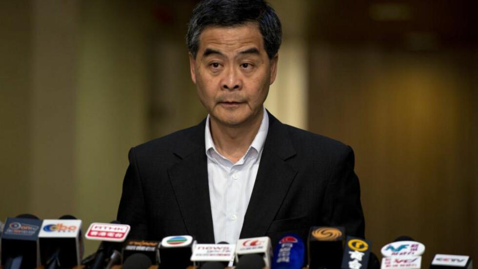 SKITTEN SPILLER:  Leung Chun-ying beskrives som en «ulv» på grunn av sitt råe politiske spill. Av demonstrantene beskyldes han å være i lomma på Beijing, og for ikke ha gjort nok for å hjelpe de fattige. AFP PHOTO / ALEX OGLE