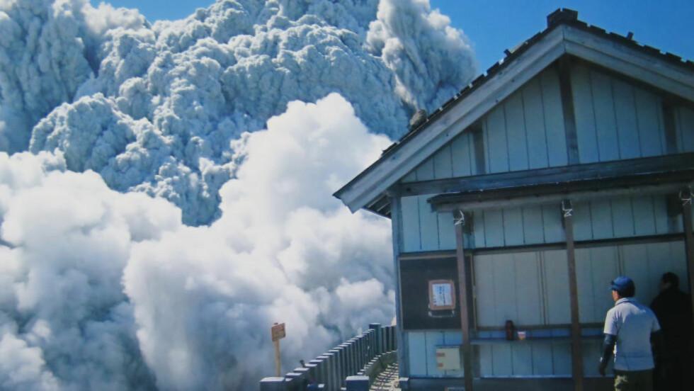 DET SISTE BILDET: Bildet av askeskyen ved Mount Ontake ble tatt av 59 år gamle Izumi Noguchi lørdag for en drøy uke siden. Han er blant de 51 omkomne etter vulkanutbruddet. Kona Hiromi har gitt tillatelse til å bruke bildene fra kameraet hans.  Foto: AP Photo / Kyodo News / NTB Scanpix