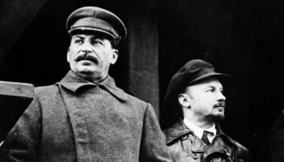 GA ORDRE: 1952 ga Josef Stalin Iosif Grigulevich i oppdrag å drepe Jugoslavias president, Josip Broz Tito. Tito hadde brutt med Josef Stalin (t.v.) i 1948 fordi han ønsket at Jugoslavia skulle være uavhengig og ikke kontrollert av Sovjetunionen. Her er Stalin sammen med kommunistlederen Nikolai Bukharin (t.h.), som Stalin senere fikk drept. Foto: NTB SCANPIX/AP
