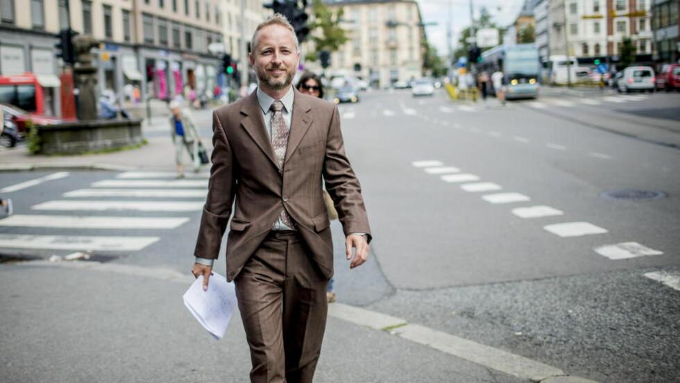 VIL VERNE: SV-nestleder Bård Vegar Solhjell vil verne norske aviser ved å innføre momsfritak også for nettaviser. Foto: Stian Lysberg Solum / NTB scanpix