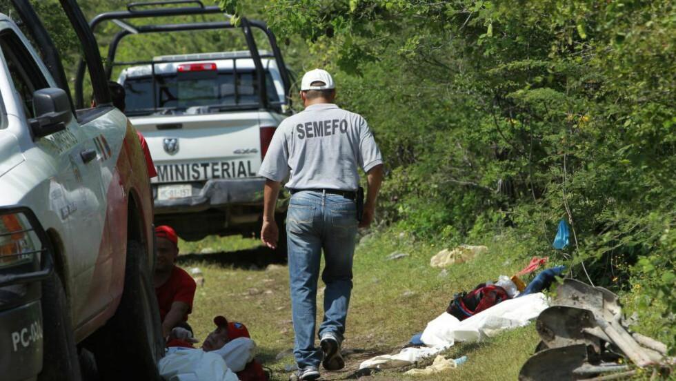 FANT MASSEGRAV: Politiet har i helga drevet tekniske undersøkelser ved byen Iguala i Mexico etter at det ble funnet en massegrav der. Foto: EPA/Jose Mendez