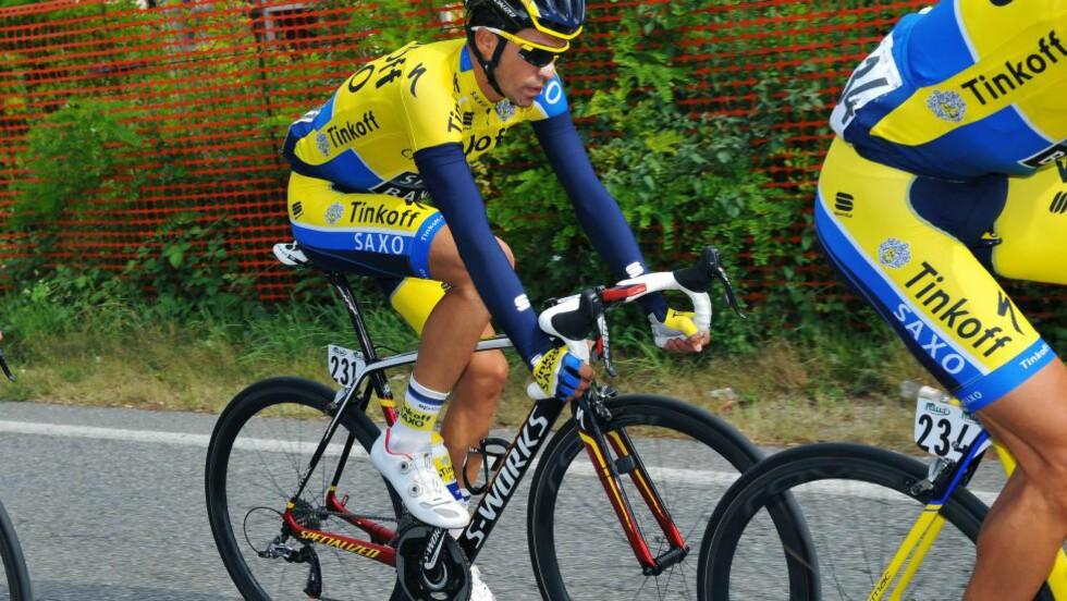 TUNG DAG Alberto Contador gikk i bakken og slo sitt allerede vonde kne, i tillegg tapte han sammenlagtledelsen i verdenstouren til Alejandro Valverde. FOTO: Tim De Waele/TDWSPORT.COM