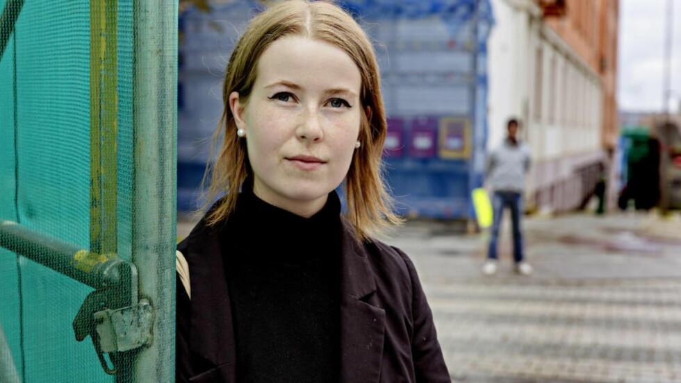 - EN UBEHAGELIG, MEN VIKTIG BOK: Skriver forfatter Eline Lund Fjæren (20) i et blogginnlegg om debutboka hennes «Ung jente, voksen mann», som hun ga ut i fjor høst. Foto: Lars Eivind Bones / Dagbladet