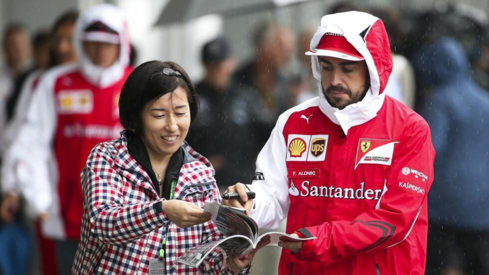 SYKKELSPORTENS REDNINGSMANN? Nå ser det mørkt ut for Fernando Alonsos prosjekt på to hjul. EPA/DIEGO AZUBEL