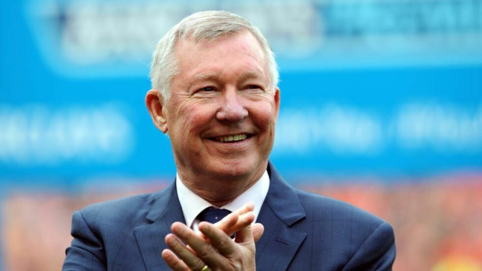 SKRYT:  Sir Alex Ferguson er full av lovord om Louis Van Gaal og mener han gjorde helt rett i å bygge sitt lag. Foto:EPA/PETER POWELL
