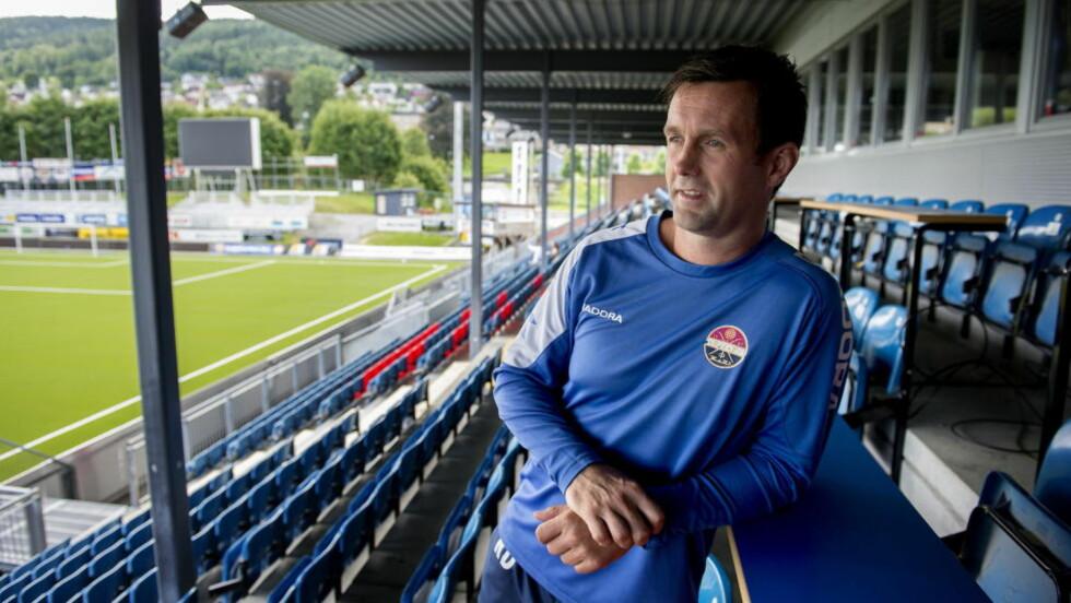 MISFORNØYD MED KOSTEN.  Ronny Deila har mottatt mye pepper for svake resultater med Celtic. Men han får skryt for sin kritikk av dårlig kosthold i skotsk fotball. Foto: Øistein Norum Monsen / DAGBLADET