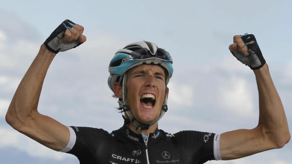 SLUTTSYKLET Andy Schleck legger opp på grunn av skaden han pådro seg i en velt under sommerens Tour de France. Her vinner han sin kanskje mest ikoniske seier som sykkelrytter, på toppen av Galibier. (AP Photo/Christophe Ena)