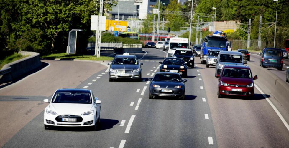 «SI MEG HVA DU KJØRER OG JEG SKAL SI HVEM DU ER»:  Tesla Model S (t.v.) er bilen som har greid å overbevise en av de mest kresne kjøpergruppene, ifølge undersøkelsen.  Foto: Lars Eivind Bones / Dagbladet