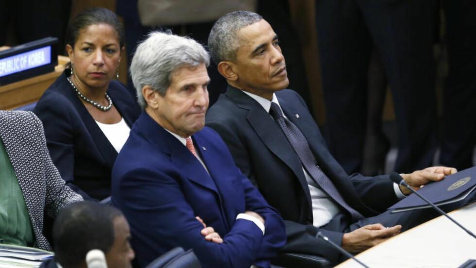 NÆR MEDARBEIDER: Susan Rice (bak) sammen med USAs president, Barack Obama, og utenriksminister John Kerry i under et toppmøte i FN om ebola for to uker siden. Foto: REUTERS/Kevin Lamarque