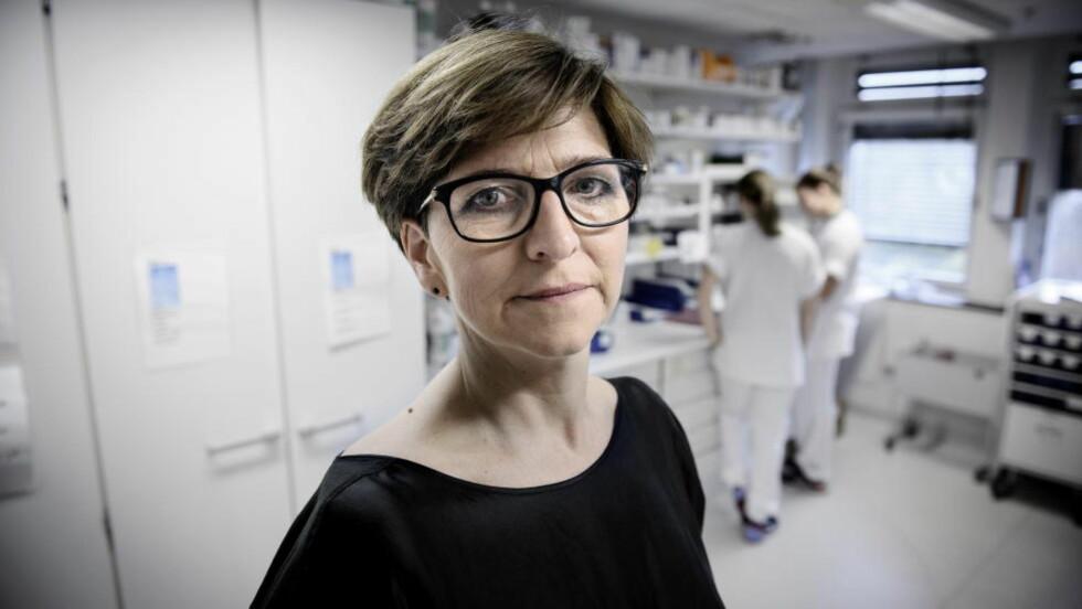 IKKE SYKE UTEN GRUNN: Leder i Norsk Sykepleierforbund, Eli Gunhild By, synes det er trist å høre at mange kvinner i helse- og sosialyrken utsettes for vold og trusler på arbeidsplassen. Samtidig er hun glad for at det kommer fakta på bordet slik at kvinner ikke beskyldes for å være syke uten grunn. Foto: JOHN TERJE PEDERSEN
