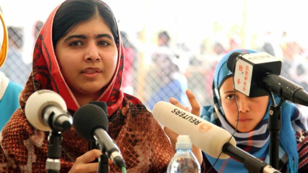 IKKE BARE POPULÆR: Malala Yousafzai, her under en pressekonferanse i en syrisk flyktningleir i Jordan, er omstridt i hjemlandet. Foto: JAMAL NASRALLAH / EPA