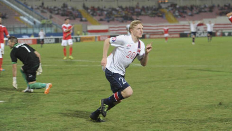 0-1:  Mats Møller Dæhli feirer etter å ha gitt Norge ledelsen. Foto: Terje Pedersen / NTB scanpix