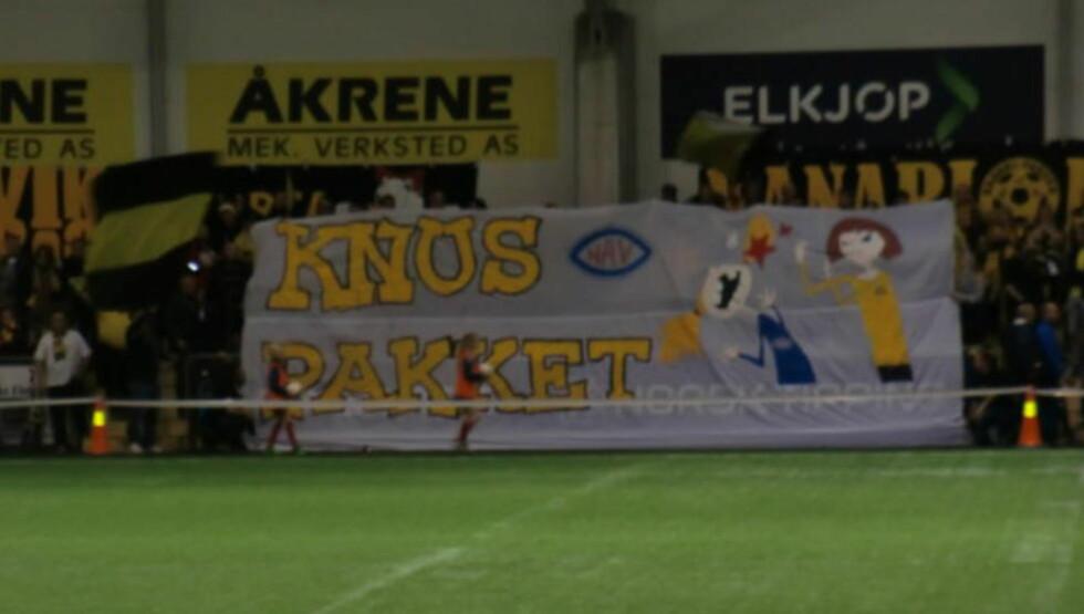KLAR BESKJED:  Banneret Lillestrøm-fansen rullet ut før kampen hadde ikke akkurat hyggelig språkbruk. FOTO: TORE ULRIK BRATLAND