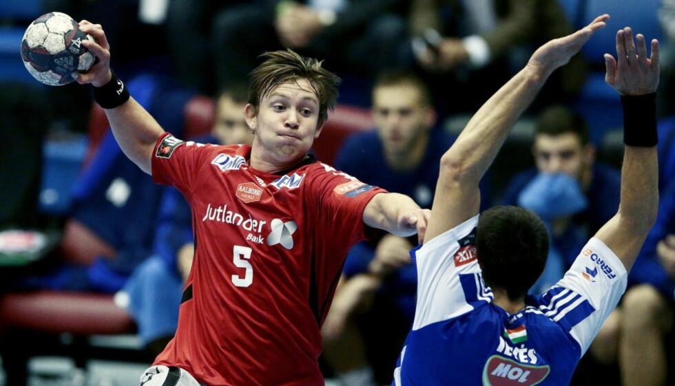 SUPERTALENT: Sander Sagosen scoret ni mål i sin Champions League-debut, men klarte ikke å hindre tap for Aalborg mot ungarske Pick Szeged.