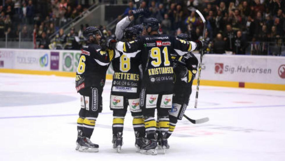 HJEMMEJUBEL:  Stavanger Oilers er fortsatt ubeseiret på hjemmebane. Foto: Oddmund Sola/Icing.