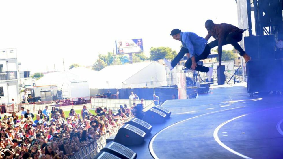 FLYR HØYT: Nico & Vinz på I Heart Radio-festivalen i Las Vegas i september. Først neste år vil inntektene fra deres internasjonale suksess vises i likningstallene. Foto: NTB Scanpix