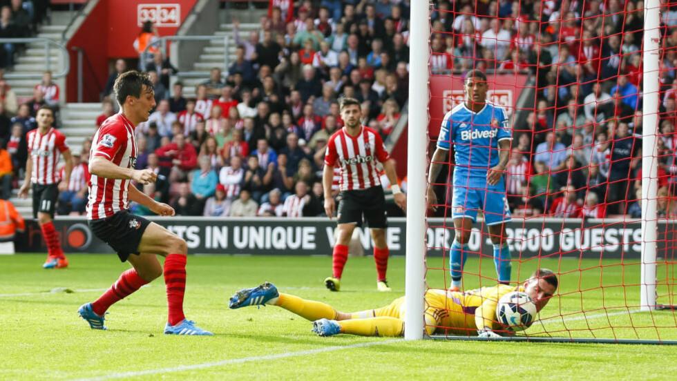 MÅLSCORER:  Jack Cork scoret i Southamptons storeslem. Stakkars Vito Mannone måtte plukke åtte mål ut av nettet. Foto: NTB Scanpix