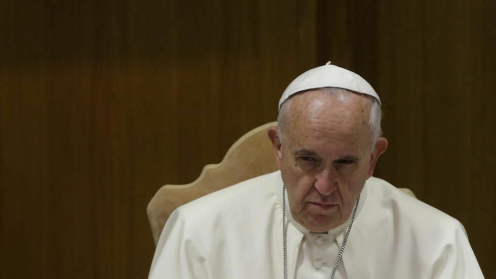 HOMONEDERLAG:  Pave Frans på morgenmøtet i dag, etter et to ukers møte i Vatikanet. Dagen endte med nederlag for paven. FOTO: AP PHOTO/ANDREW MEDICHINI / NTB SCANPIX
