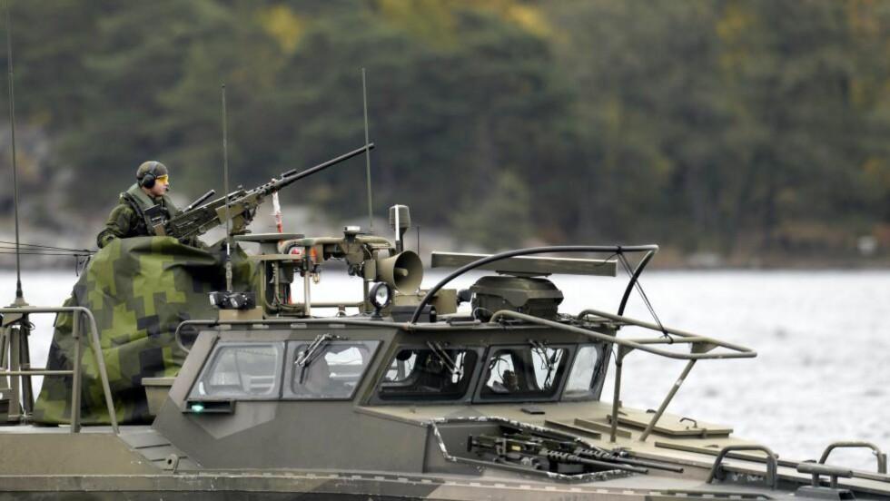 JAKT: Det svenske forsvaret jakter det som muligens er en skadet russisk ubåt utenfor Stockholms skjærgård.        Foto: PONTUS LUNDAHL / NTB scanpix