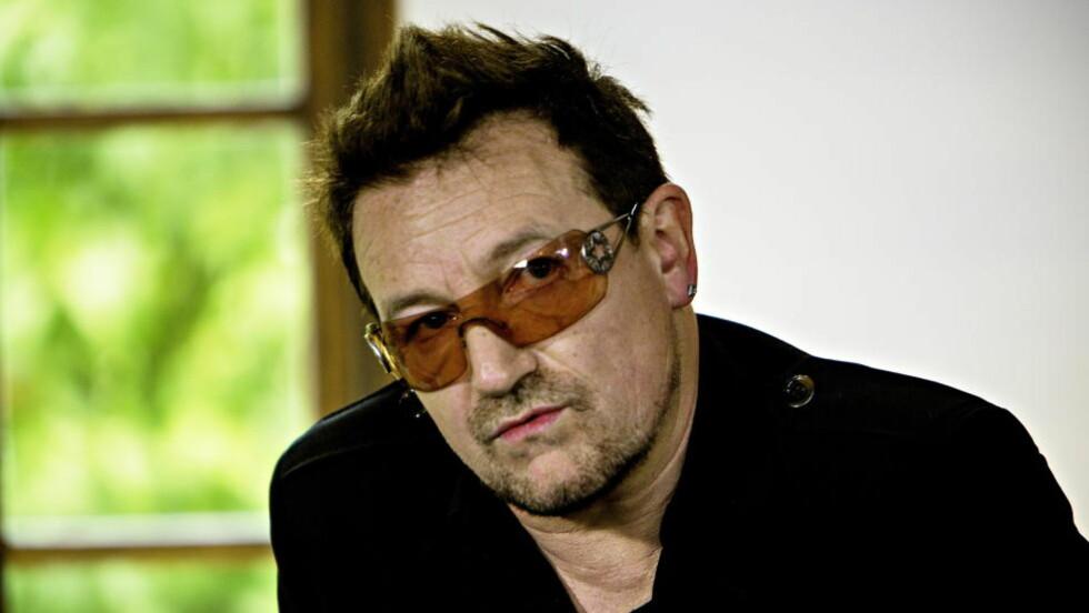 IKKE BARE IMAGE: Popstjerner og solbriller hører sammen, men i Bonos tilfelle er grunnen medisinsk - for å redusere lys på følsomme øyne.  Foto: Lars Eivind Bones