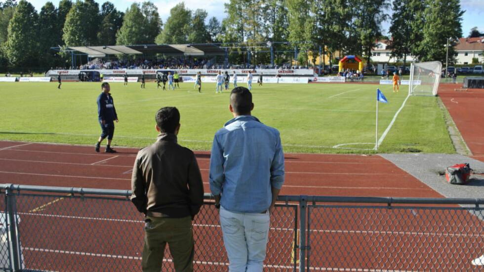 KAMPFIKSING.  En av de mistenkte for kampfiksing står her og ser Follo spiller en kamp i 2012. Foto: Jon Andre Toft Sæther / Dagbladet