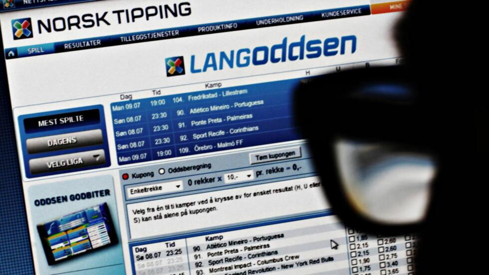 HVITVASKING. De to som er tiltalt i kampfiksingsaken skaffet i følge tiltalen innsatsbeløpet i ulovlig pokerspill.  Foto: Frank Karlsen / Dagbladet