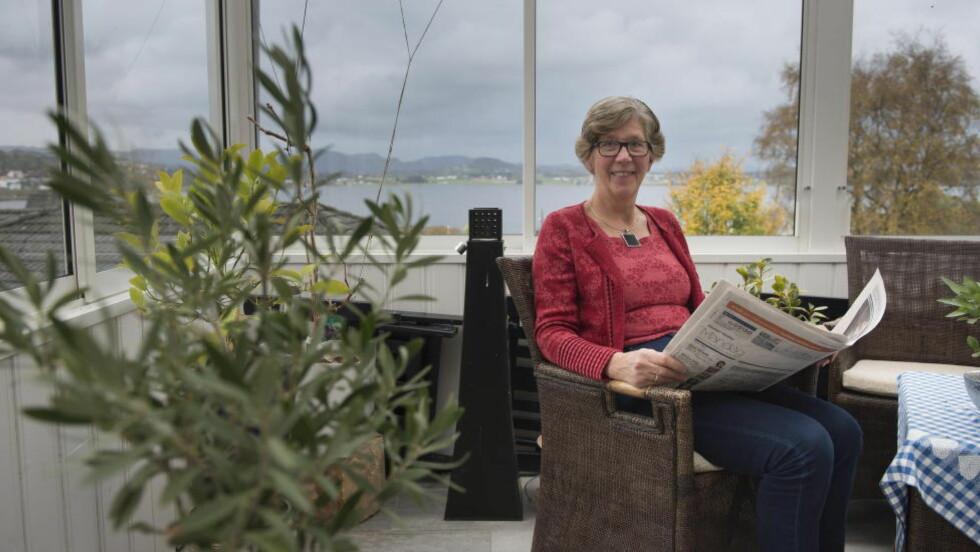 ER RAMMET: Leder for norsk osteoporose forbund, Ingjerd Mestad, er selv rammet av bensskjørhet. Men nettopp vissheten om det, gjør at hun tar sine forholdsregler. Hun har fortsatt ikke brukket noen ben. Foto: Carina Johansen