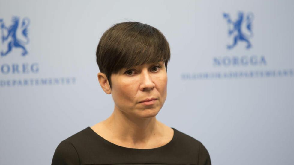 TREKKER INSTRUKS:  Forsvarsminister Ine Eriksen Søreide.  Foto: Torstein Bøe / NTB scanpix
